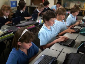 students-on-netbooks-grade-5